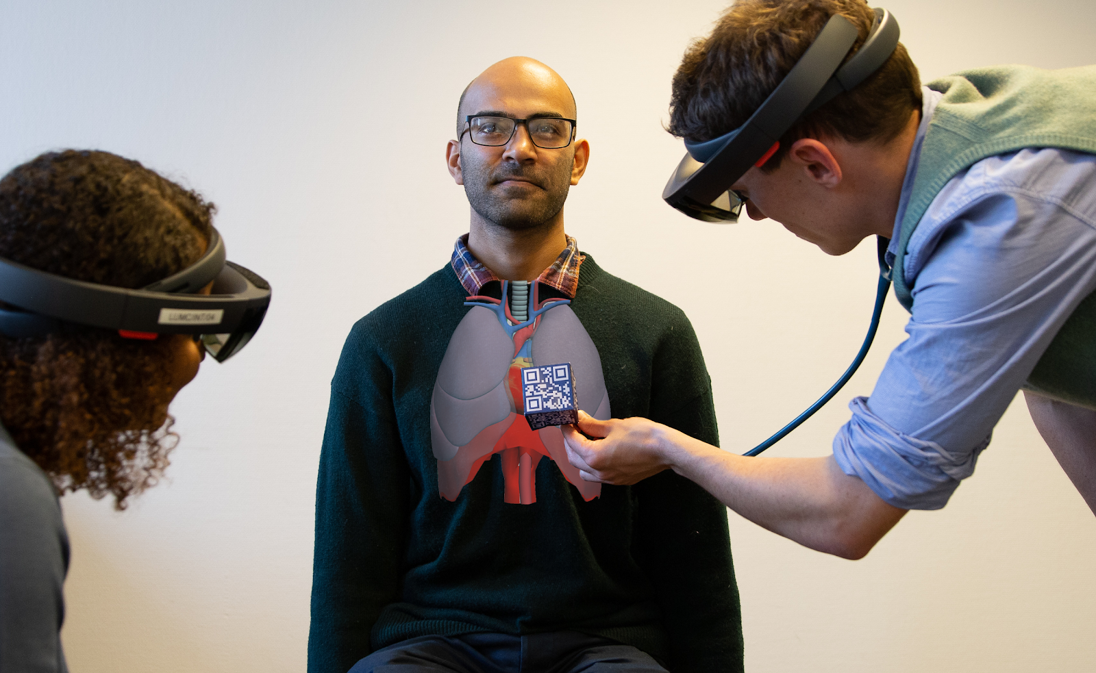 A virtual anatomical model of the lungs is projected on a simulation patient to find abnormalities